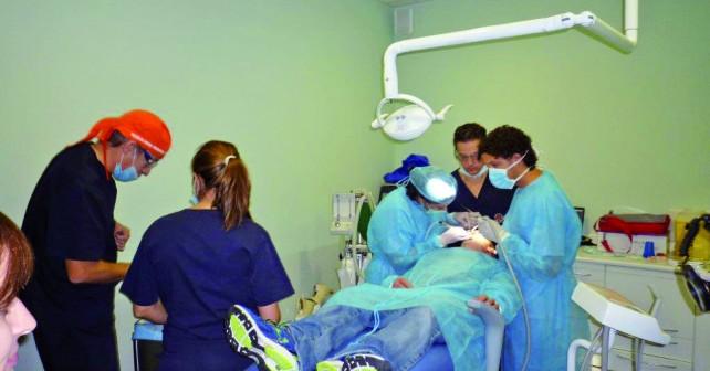 Curso en Cirugía Bucal, Implantología y Periodoncia.
